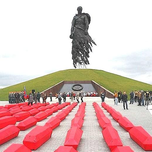 Скульптор Ржевского мемориала рассказал, чем его поразила встреча с поисковым отрядом в Тверской области