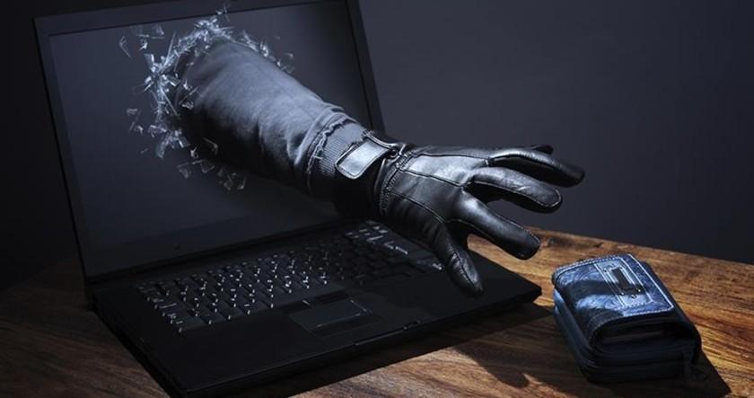 В Твери молодой человек лишился крупной суммы через интернет