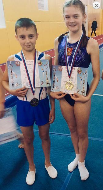 Торопецкие акробаты стали победителями и призерами всероссийских соревнований