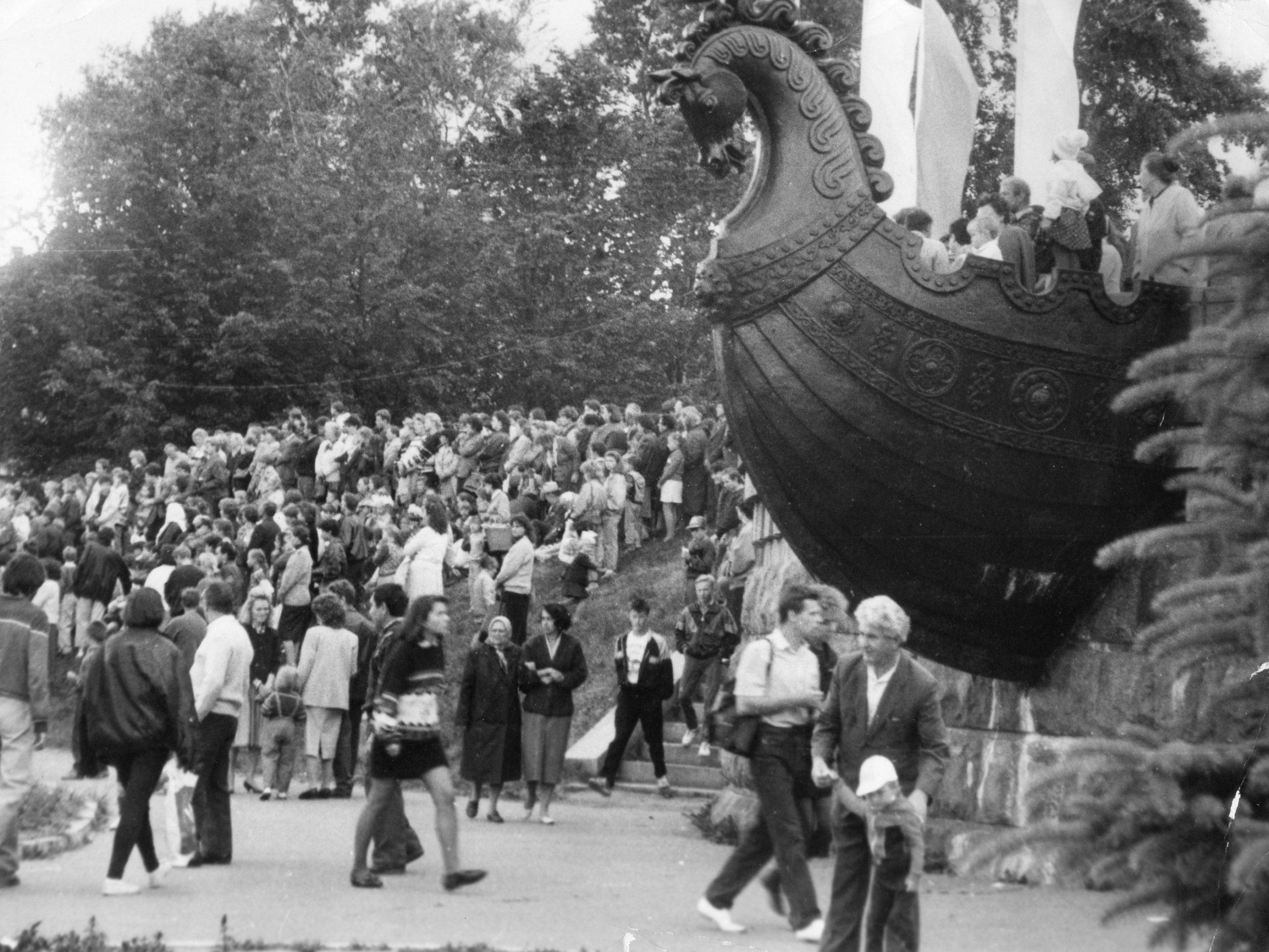 """Фотолента """"Тверьлайф"""": демонстрации, съезды, выборы в объективе современников"""