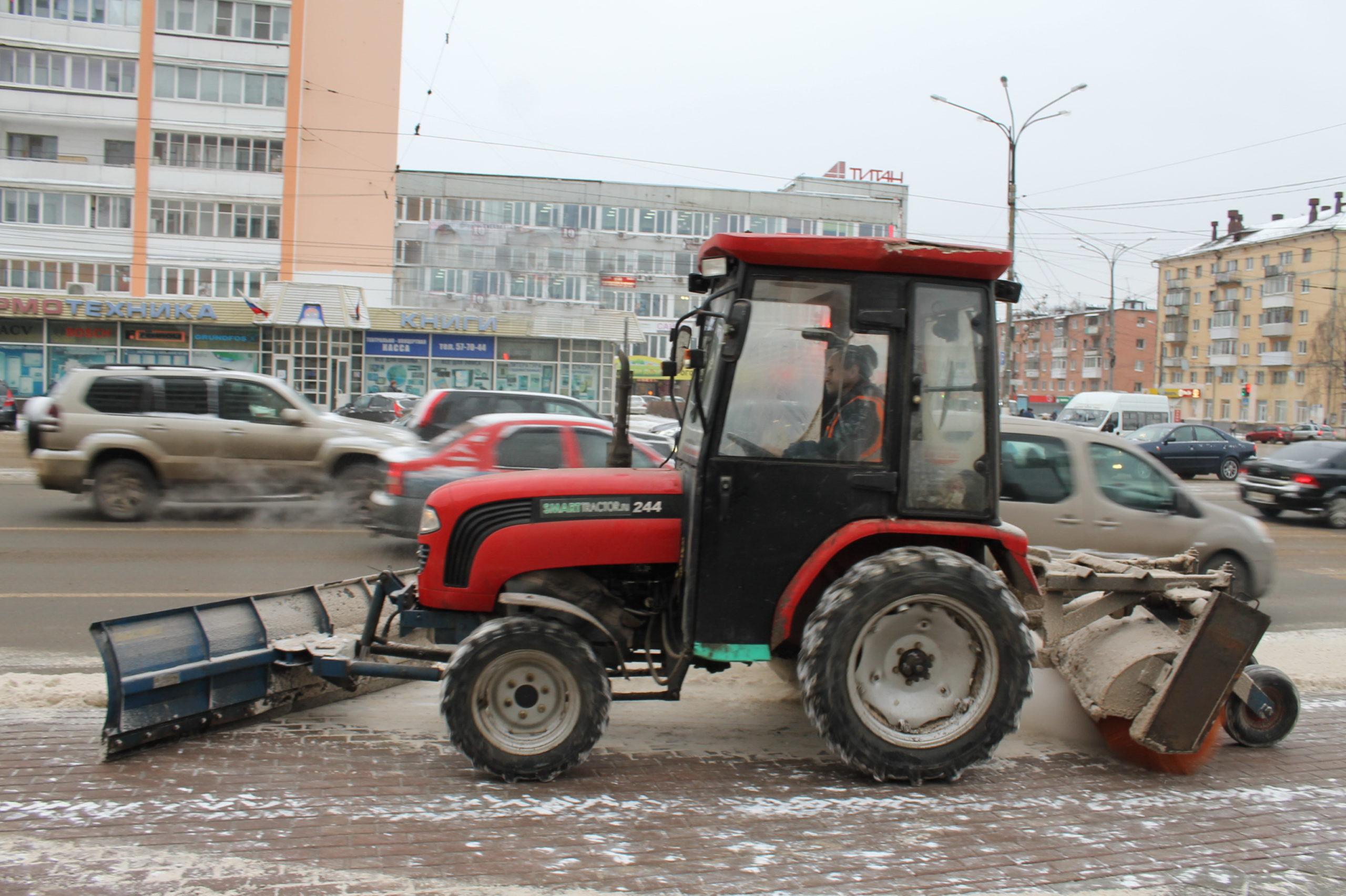 В Твери ведется круглосуточная уборка дорог