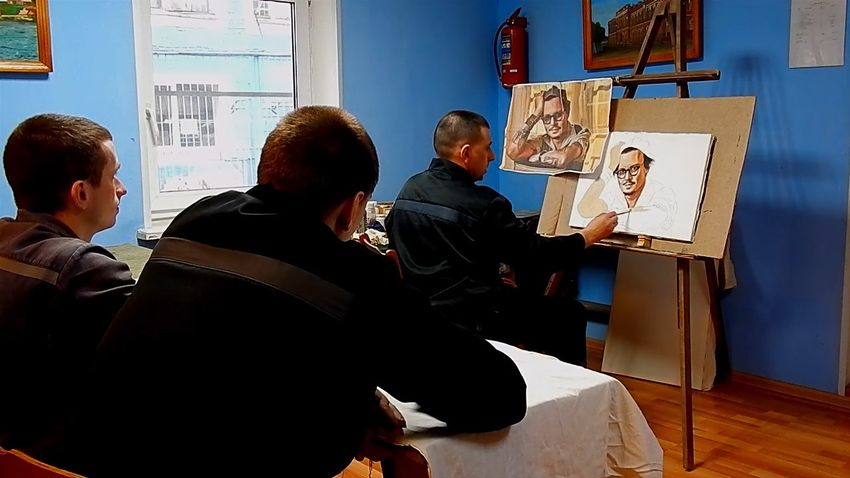 Мастер иконописи из исправительной колонии нарисовал Джонни Деппа в Тверской области