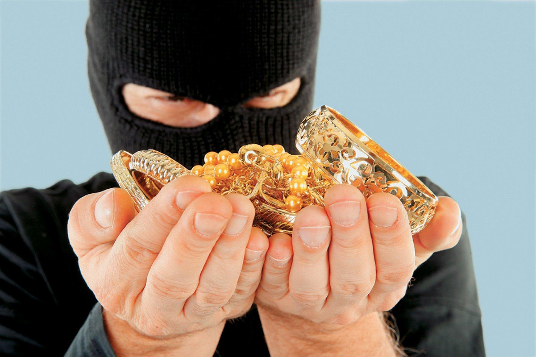 В Твери у мужчины украли ювелирные изделия на крупную сумму
