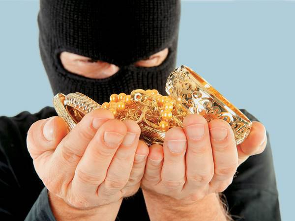 В Твери сотрудники полиции поймали мужчину, который украл ювелирные украшения