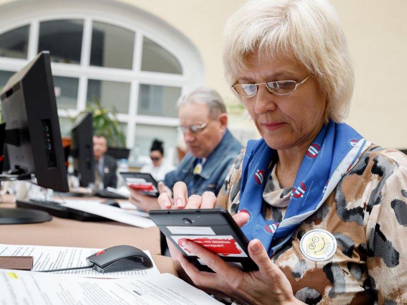 Люди предпенсионного возраста могут получить новую профессию в Тверской области