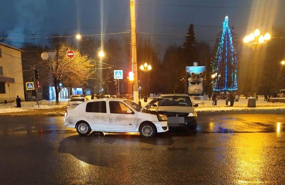 В Твери при столкновении двух иномарок пострадала 11-летняя девочка