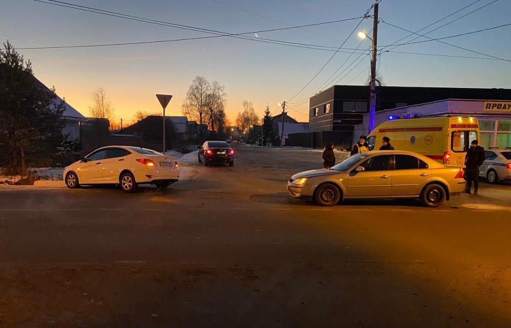 В Твери при столкновении двух легковушек пострадал человек