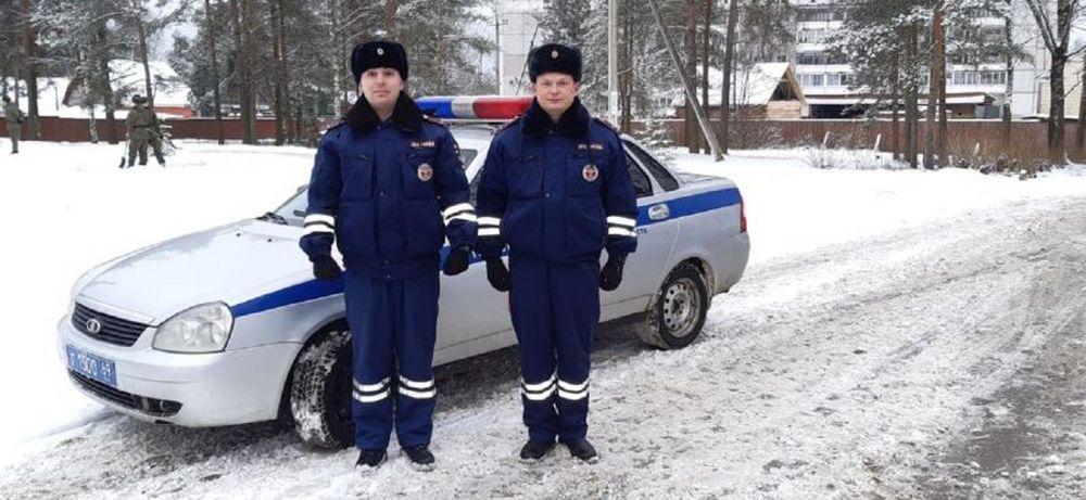 В Тверской области автоинспекторы помогли беременной женщине добраться до больницы