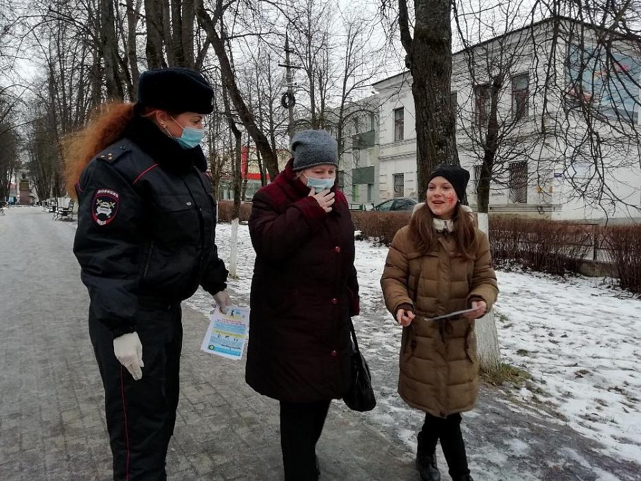В Тверской области юные инспекторы рассказали пешеходам, как правильно переходить дорогу