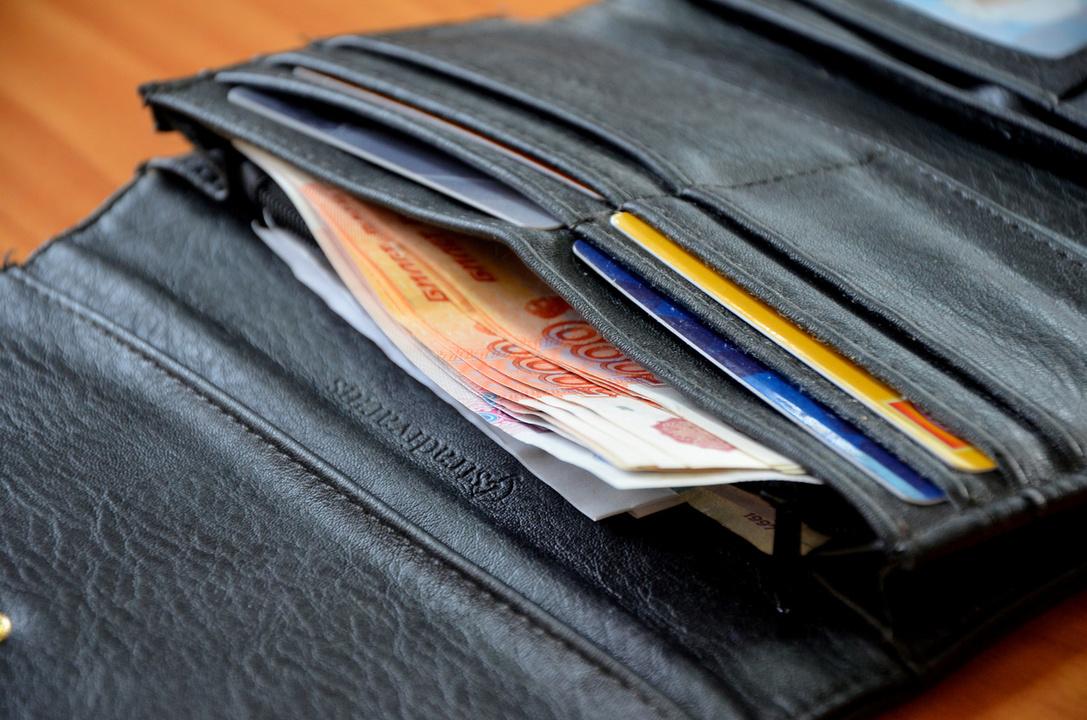 В Твери подросток нашел барсетку с банковскими картами и отправился по магазинам