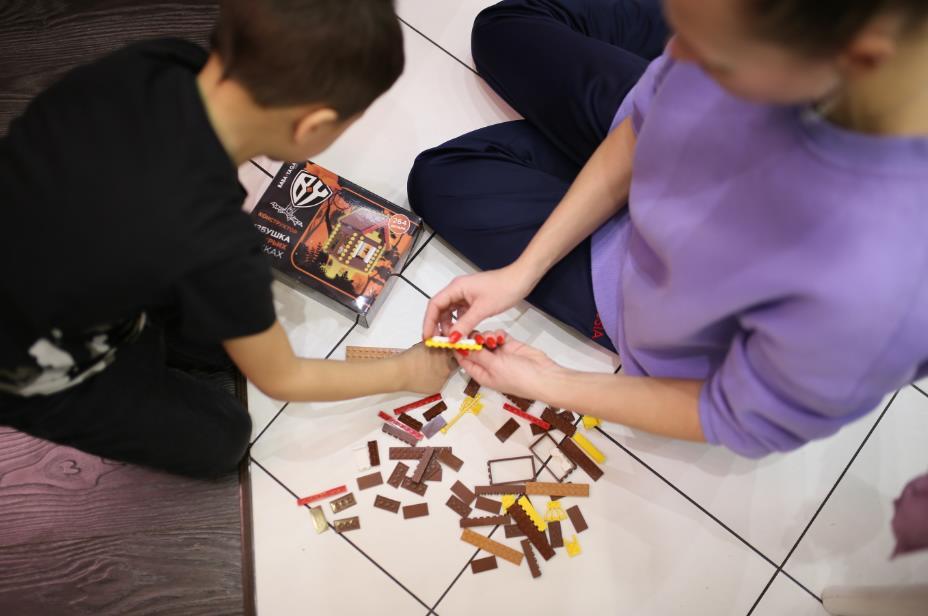 Подарков детям много не бывает: где можно получить вторую игрушку за 1 рубль