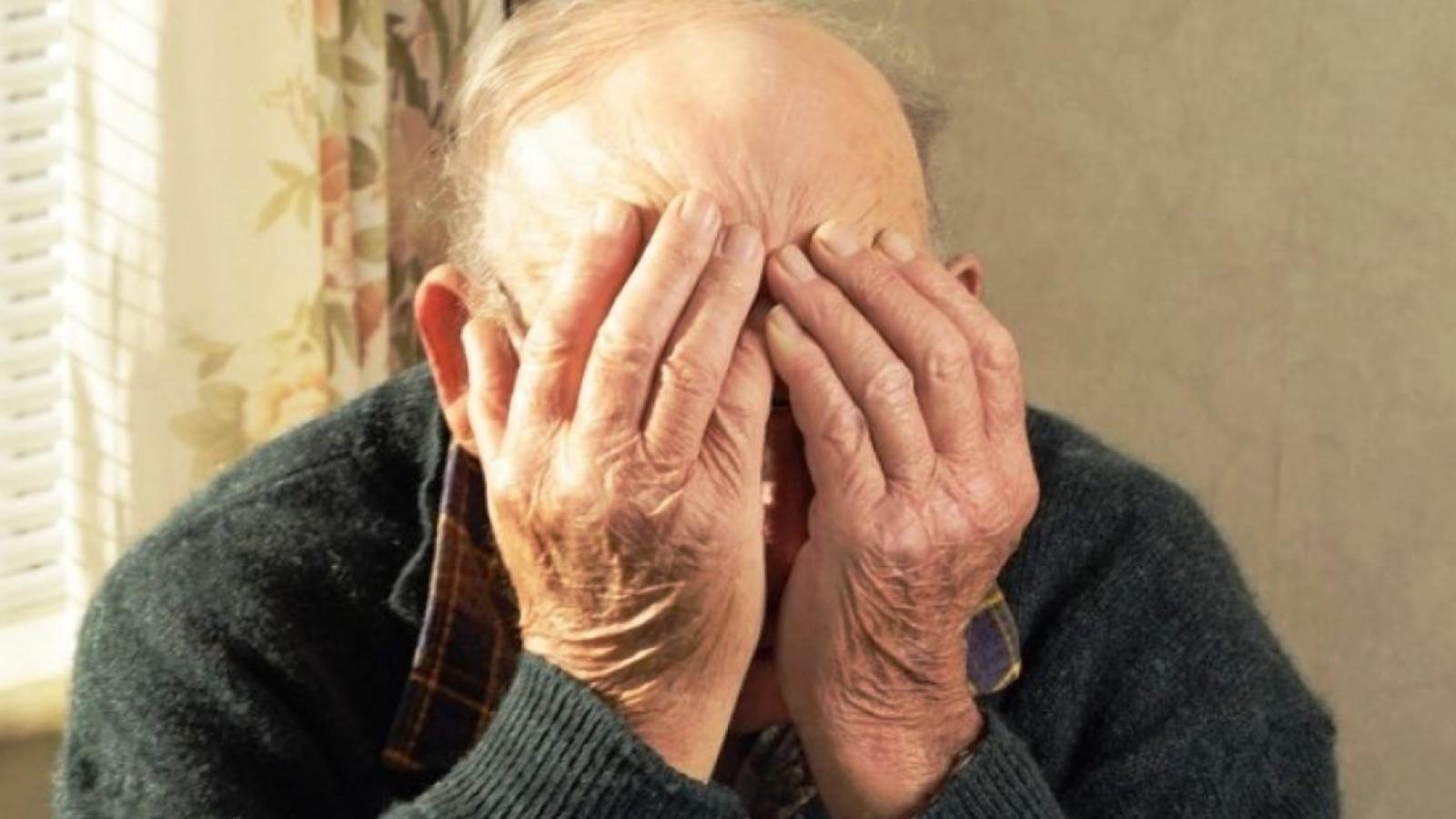 Тверские полицейские поймали мошенника, который обманывал пенсионера