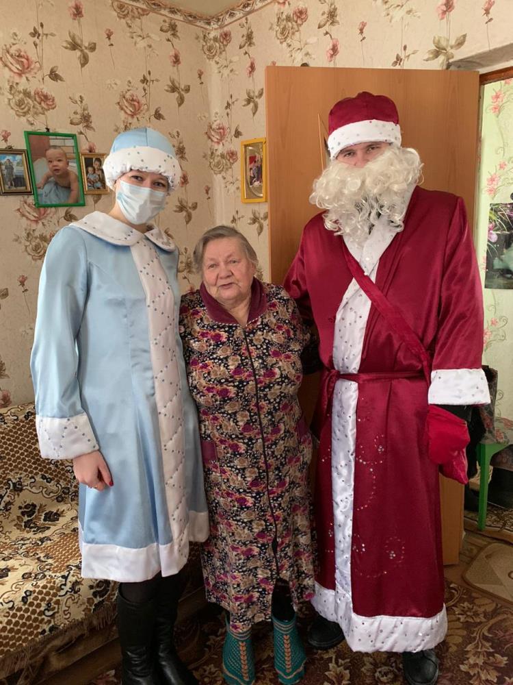 Дед Мороз и Снегурочка поздравили жарковчан с Новым годом