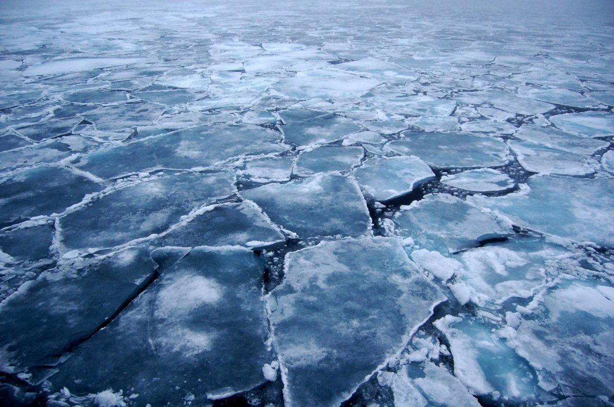 В Тверской области две школьницы провалились под лед