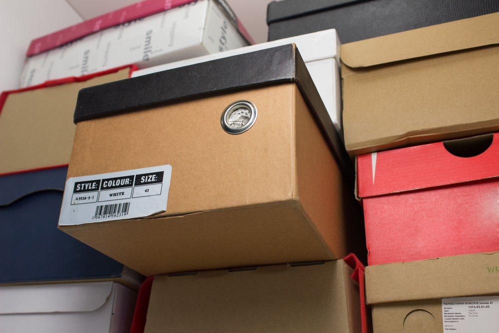 В Твери раздают обувь нуждающимся семьям