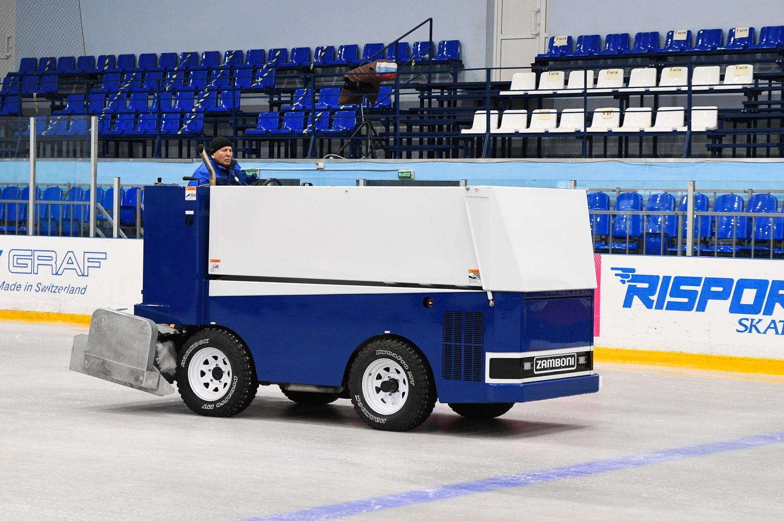 В тверской «Орбите» появилась новая льдозаливочная машина