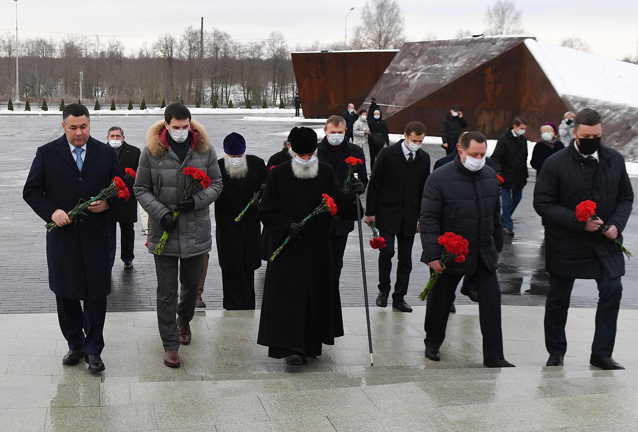 Губернатор Игорь Руденя и Представитель Президента РФ Игорь Щеголев посетили Ржевский мемориал Советскому солдату