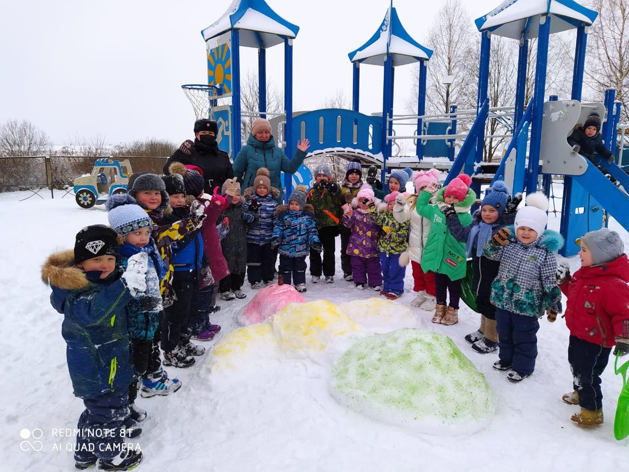 В Ржевском районе дети встретились со Снеговиком Светофорычем