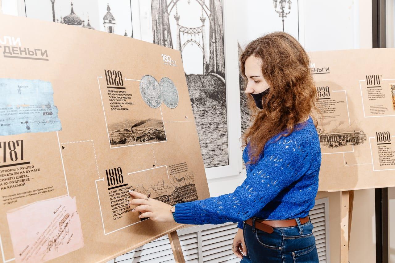 На выставке в Твери можно увидеть метафоричную связь денег и времени