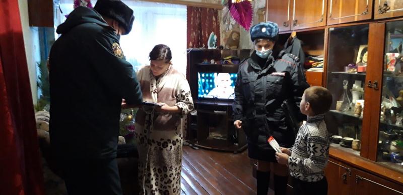 В Тверской области полицейские поздравили с Новым годом детей с трудной жизненной ситуацией