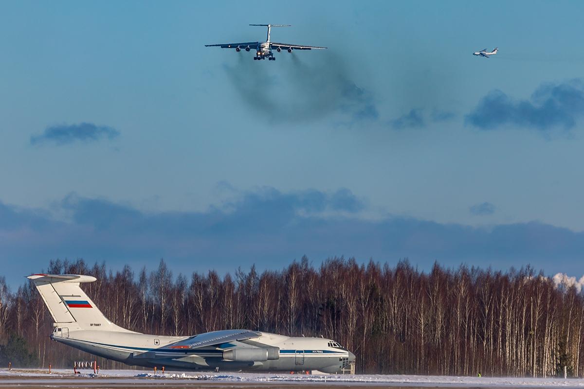 Десяток самолетов поднялись в небо над Тверской областью
