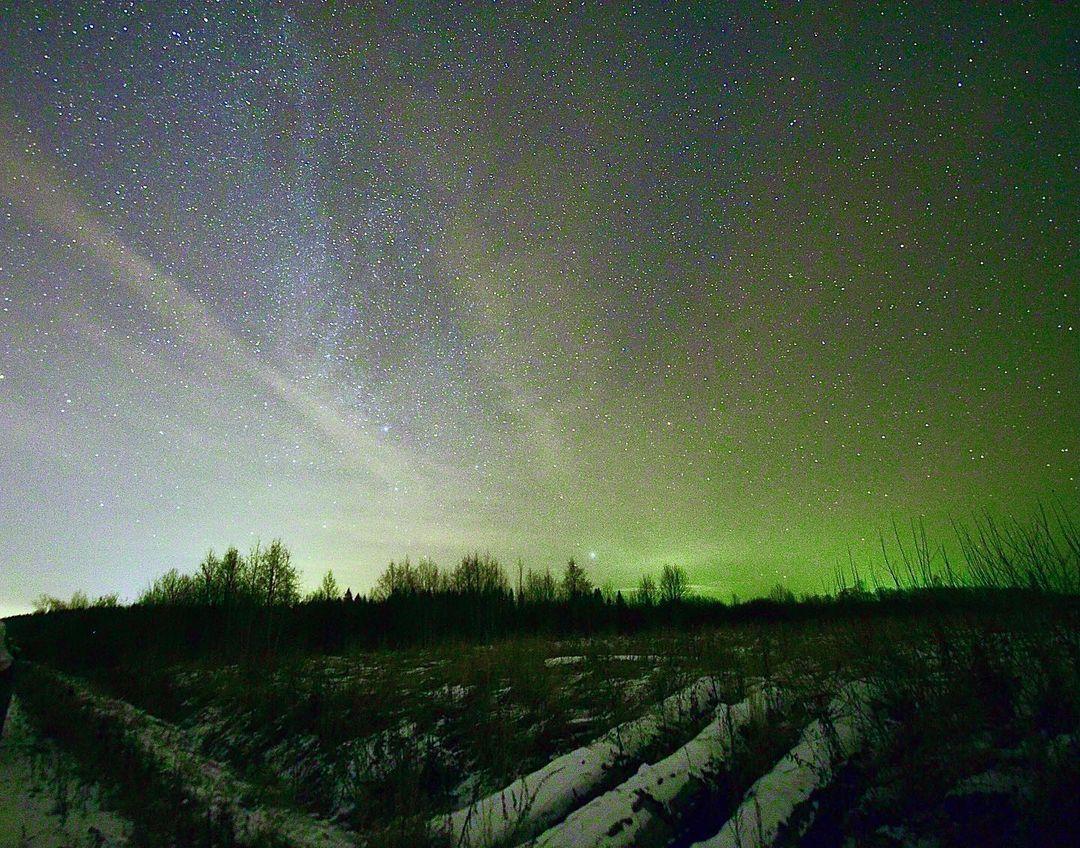 Благодаря длинной выдержке в Тверской области увидели северное сияние