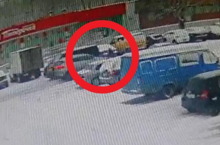 В Твери ищут водителя иномарки, сбившего женщину на улице Строителей