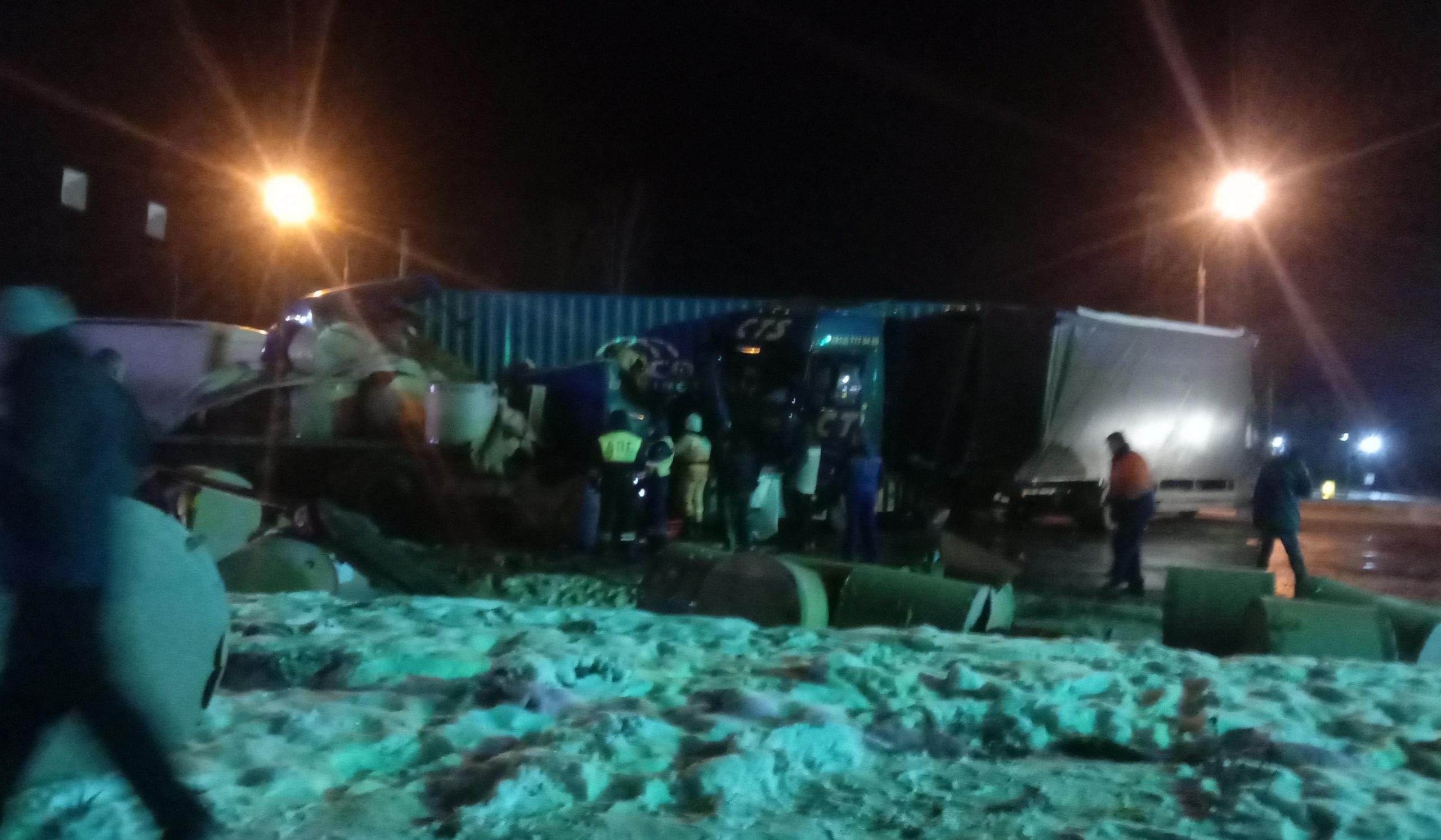 Смертельное ДТП произошло на трассе М-10 в Тверской области, погиб дальнобойщик