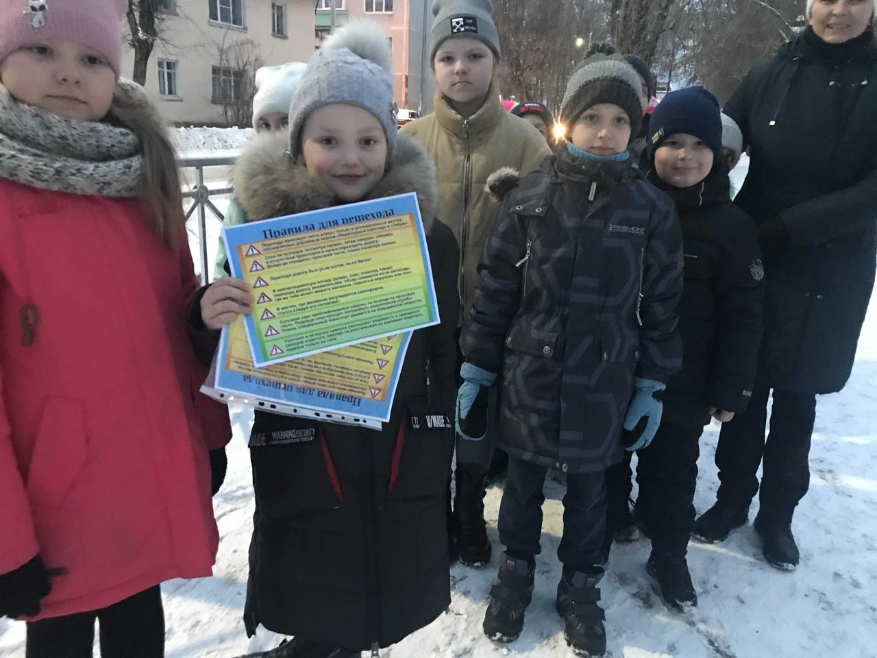 На улицах Лихославля юные инспекторы провели профилактические акции