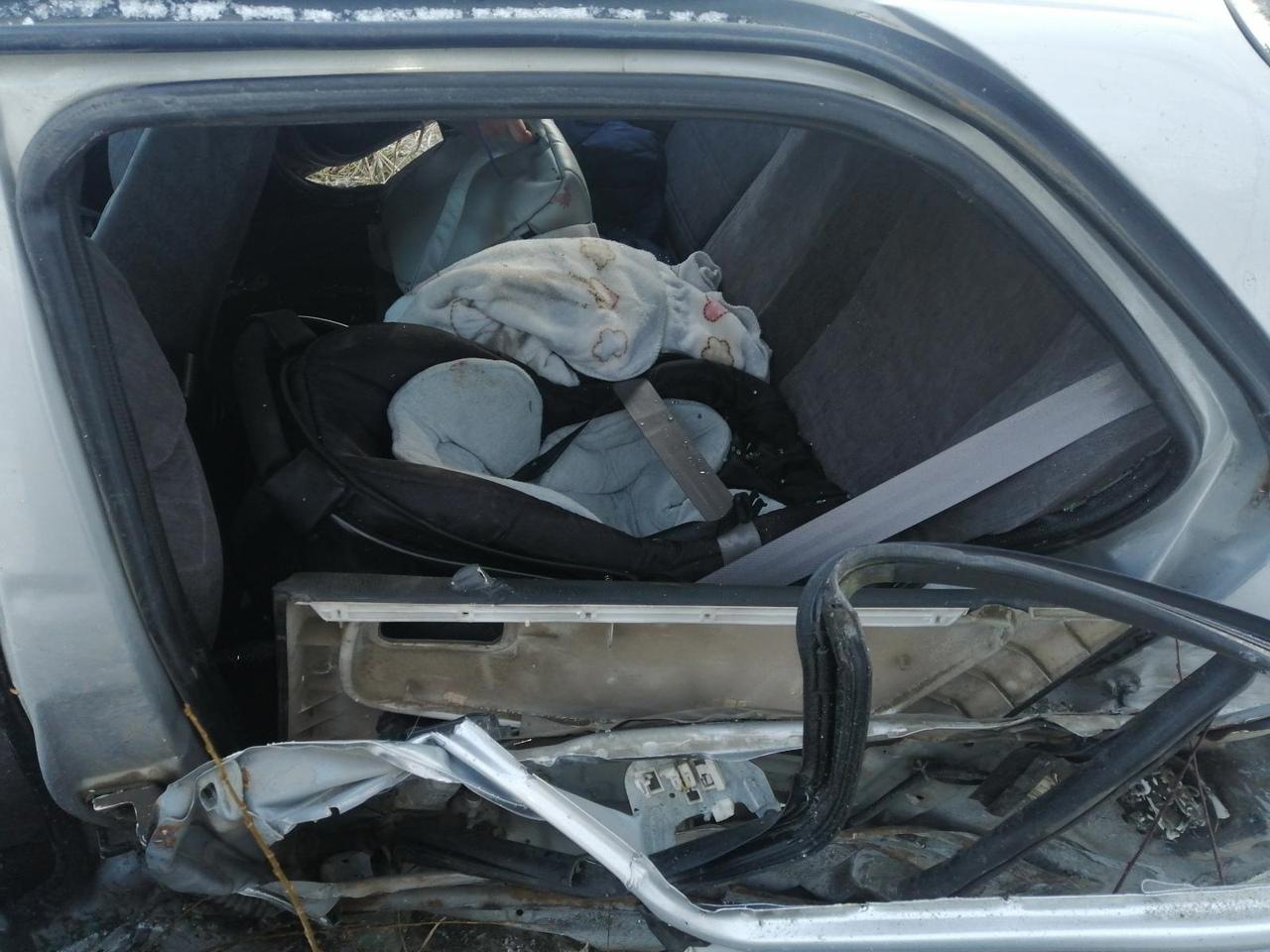 В Тверской области в аварии пострадали четыре человека, среди них младенец и 9-летняя девочка