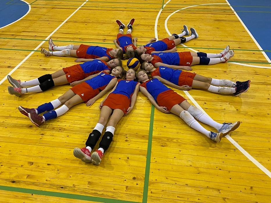 Юные волейболистки из Калязина Тверской области завоевали второе место на Кубке губернатора