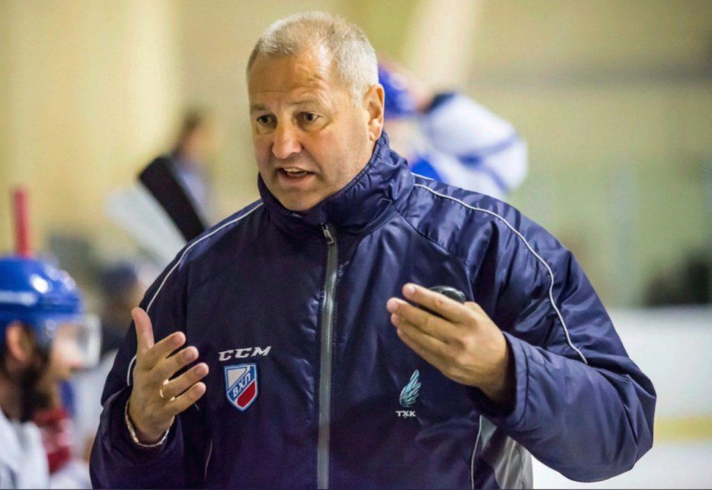 """Как быстро встать на коньки: тренер клуба """"ТХК"""" о секретах катания, себе и хоккее"""