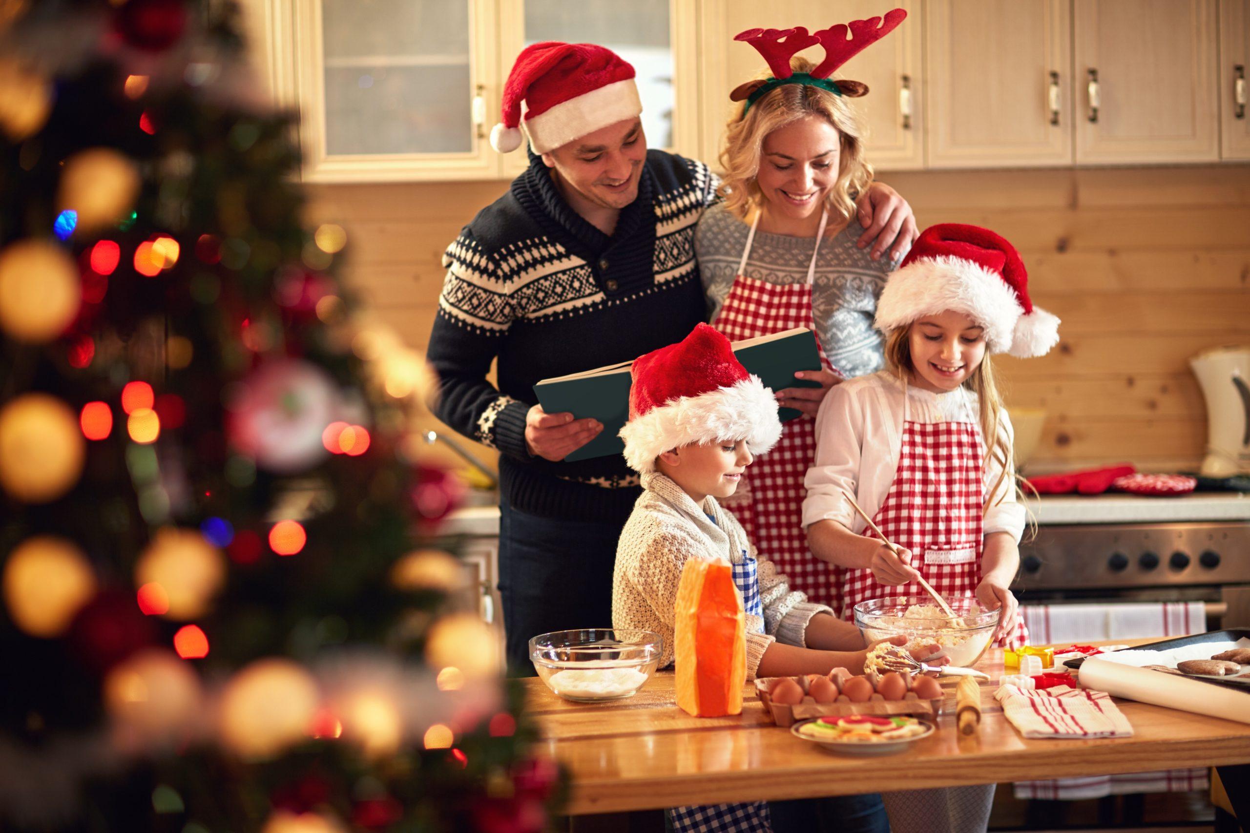 Жителям Тверской области рекомендовали провести новогодние праздники в кругу семьи