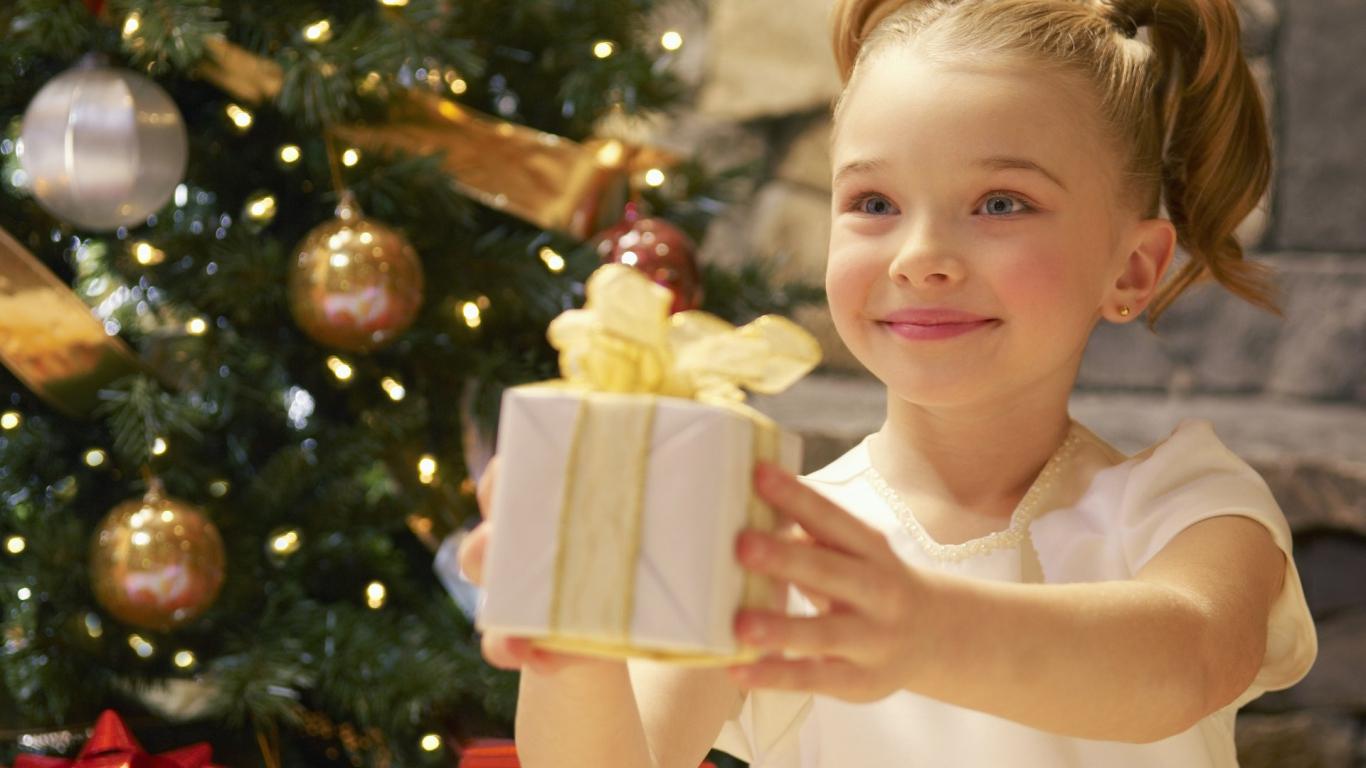 Новогодние сладкие подарки в Тверской области получат 1400 ребят из детских домов, интернатов и других учреждений