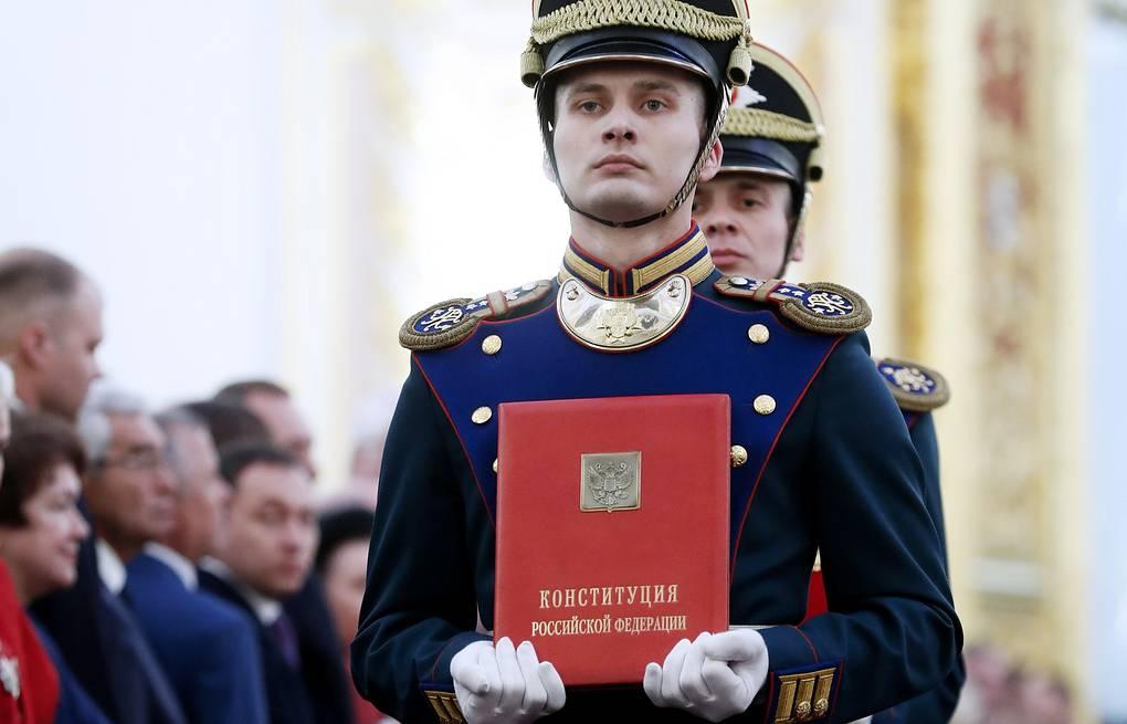 Основной закон: рассказываем историю Конституции РФ
