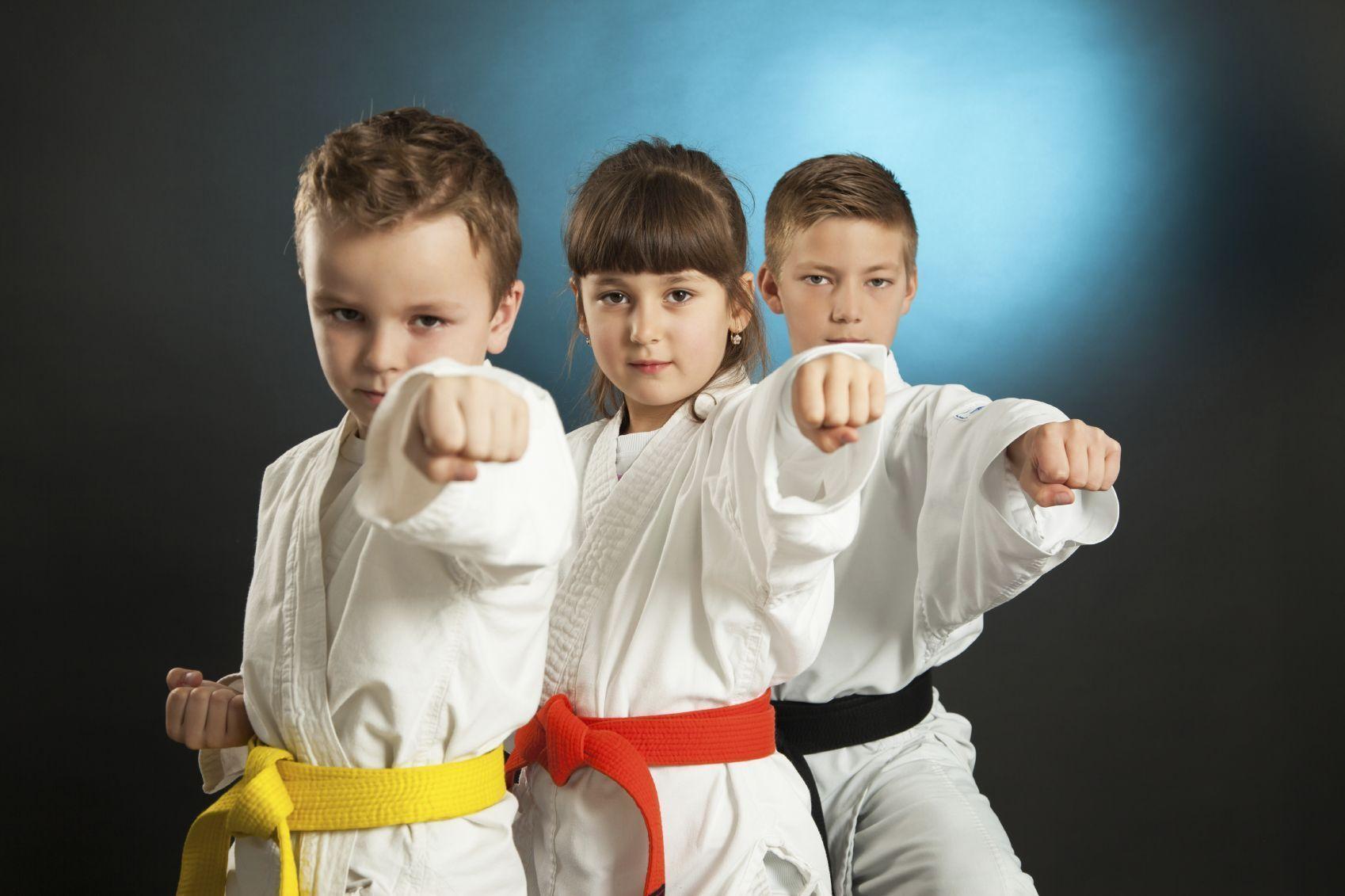Сплошная польза: о том, как заниматься спортом с детьми в домашних условиях