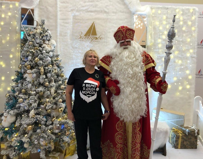 Устюгский Дед Мороз зажёг огни на главных ёлках Тверской области