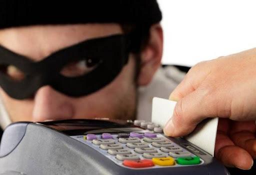 В Твери у женщины с банковской карты украли деньги, чтобы оплатить покупки в 30 магазинах