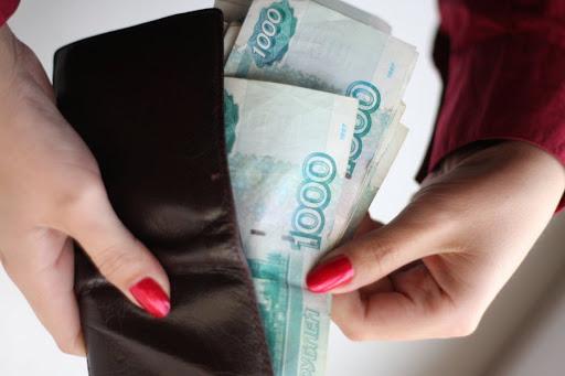 В Твери женщина прихватила потерянный кошелек и забрала из него все деньги