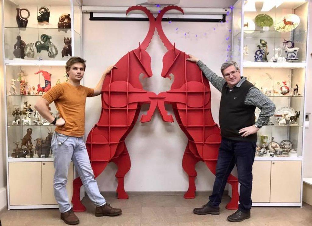 В Тверской Музей Козла привезли новых красных козлов