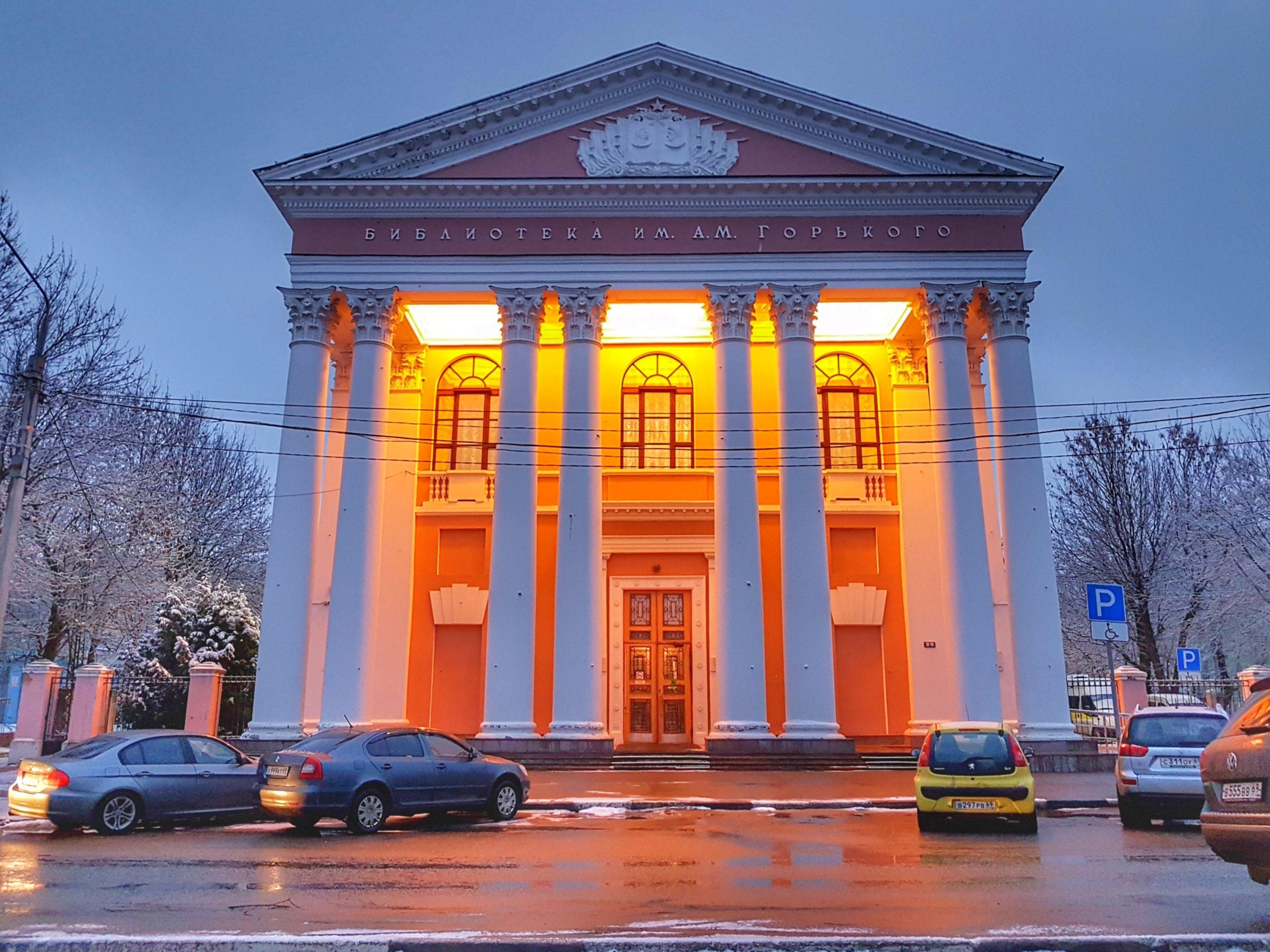 В Тверской библиотеке имени Горького проходит выставка необычных новогодних игрушек