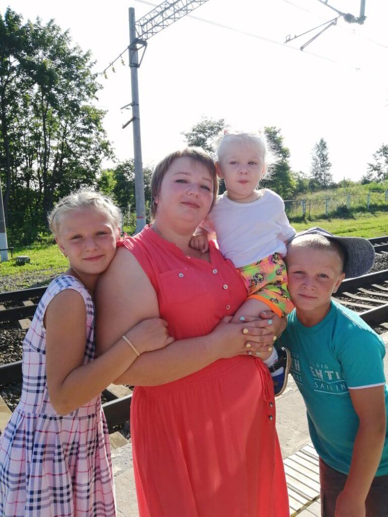 В Вышнем Волочке многодетная семья поддержала массовую вакцинацию от коронавируса
