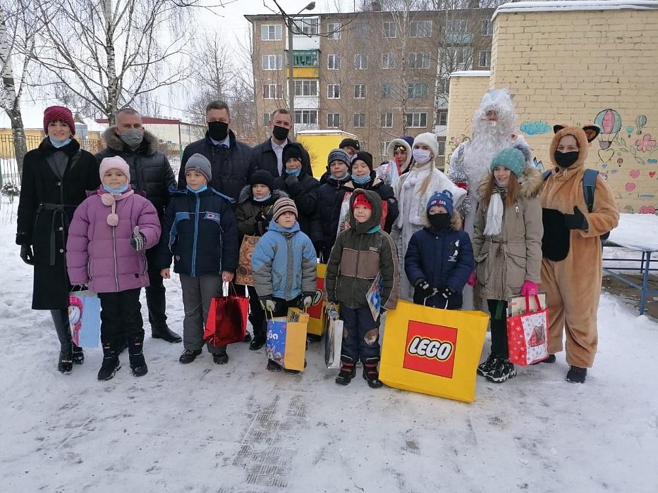 В Ржеве депутаты исполнили желания детей из социально-реабилитационного центра