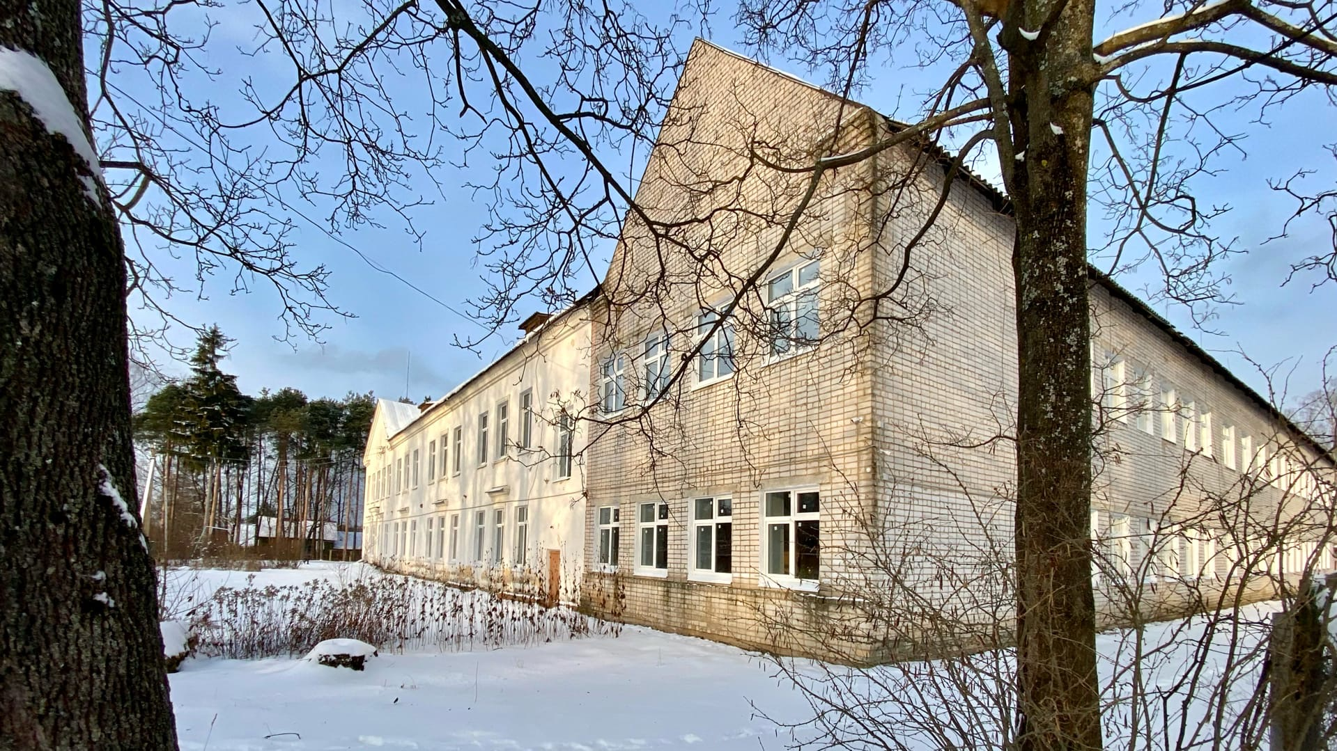 В Новый год с новыми окнами: в Максатихинской школе проведены ремонтные работы