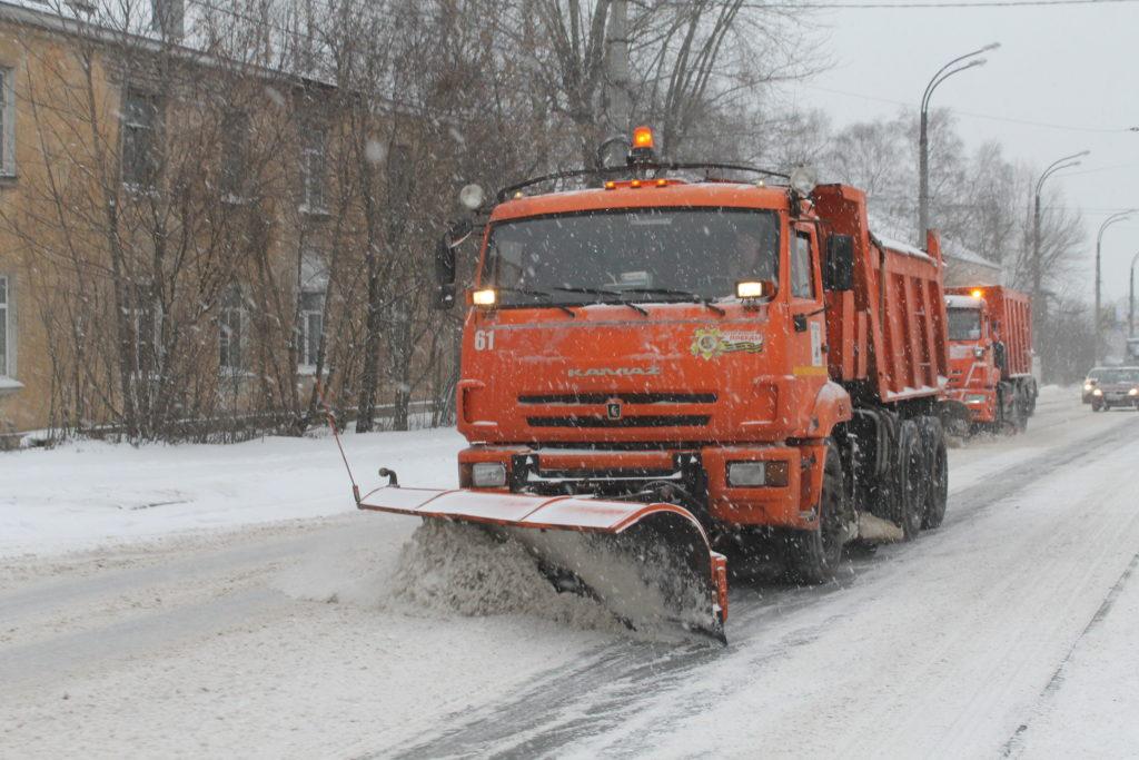 В Твери круглосуточно чистят улицы от снега