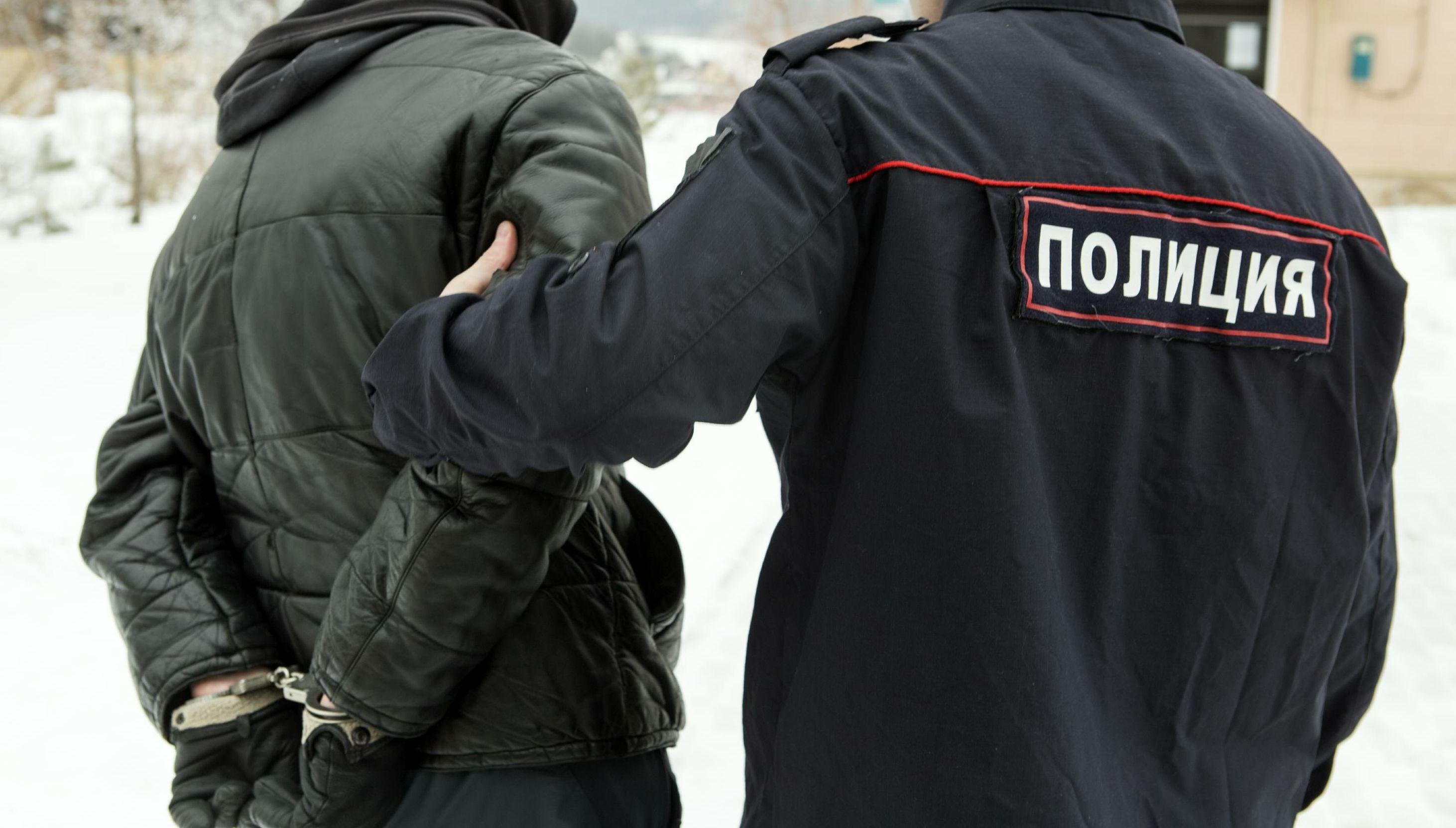 Трое жителей Тверской области устроили стрельбу из автомата в петербургском парке