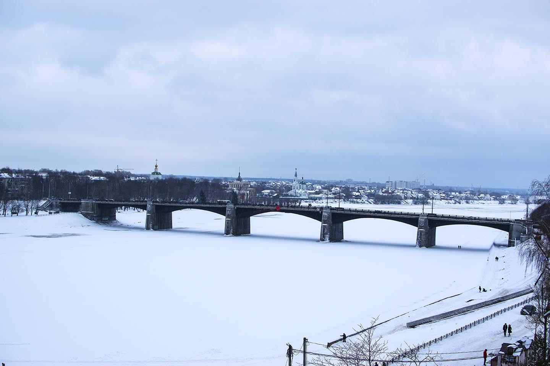 На льду реки Волга у Нового моста в Твери обнаружили труп мужчины
