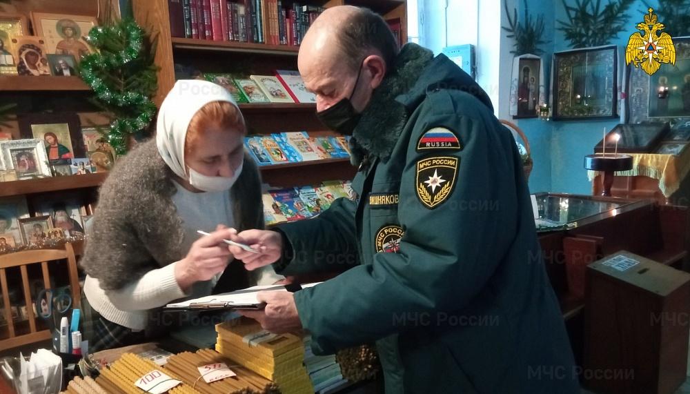 К праздничным богослужениям сотрудники МЧС проверили храмы Тверской области