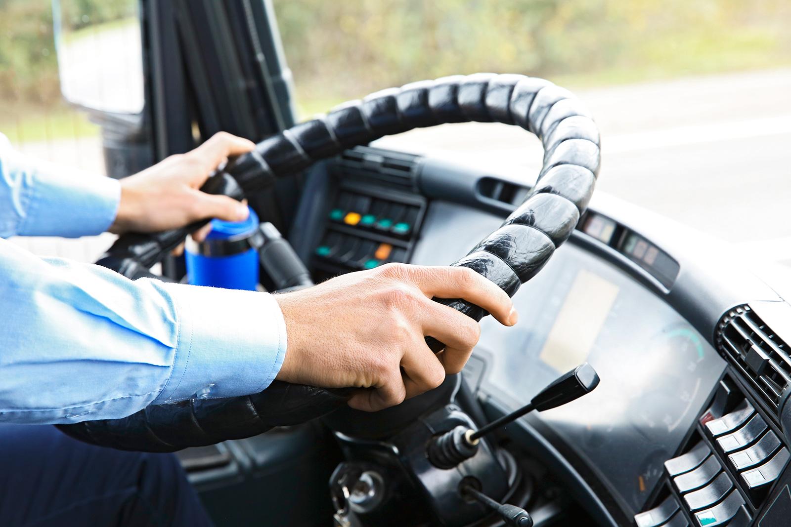 В Твери у водителя автобуса украли телефон прямо из кабины