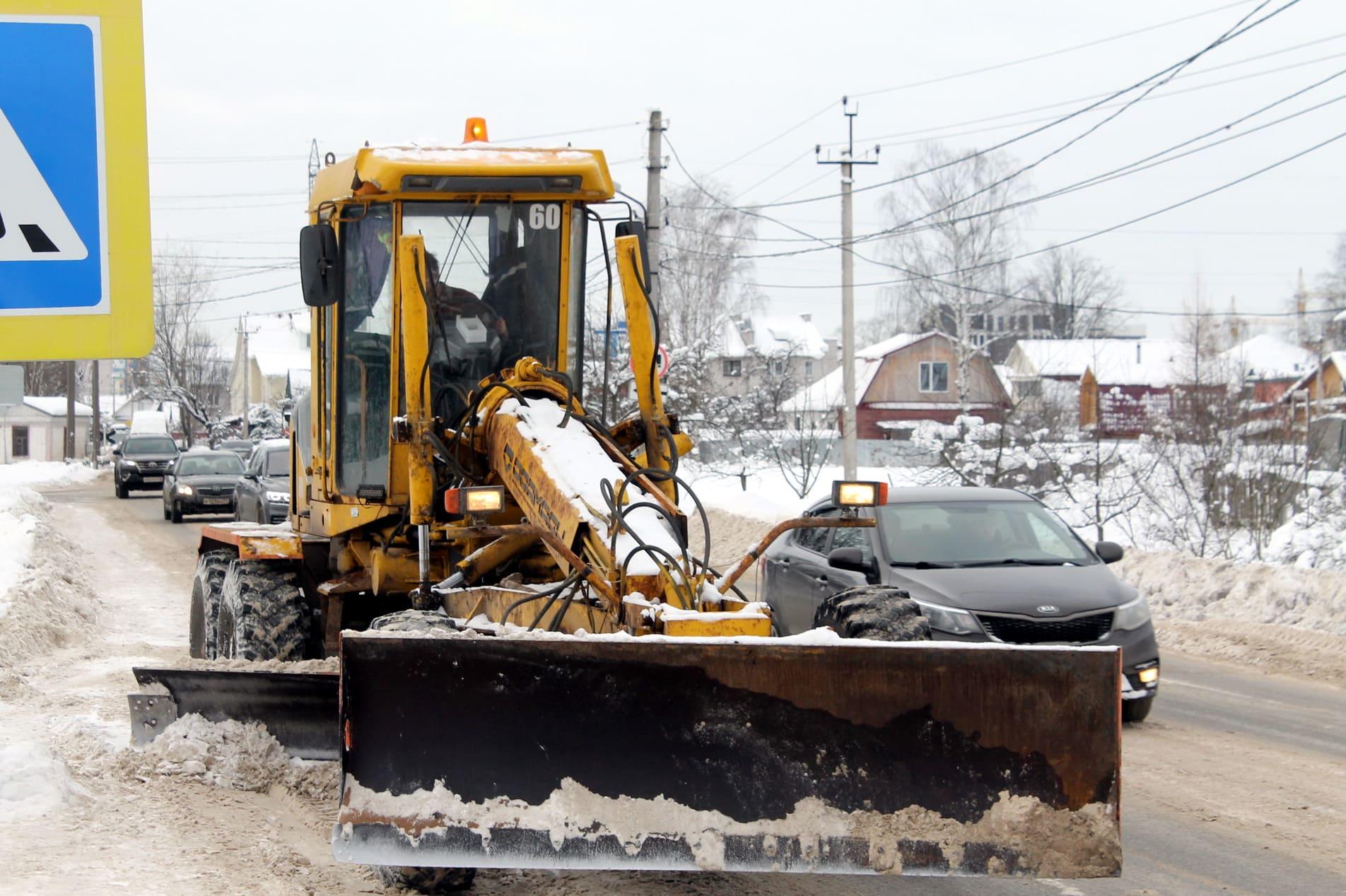 В Твери круглосуточно расчищают улицы от снега